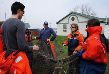Dr. Pérez explains how to use a trap net